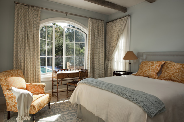 mediterranean bedroom by Christopher R. Arelt