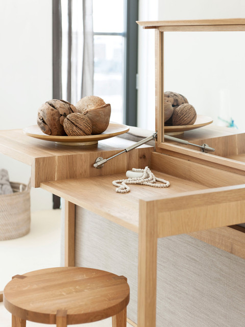 Good Make Up Table Bedroom Contemporary Bedroom