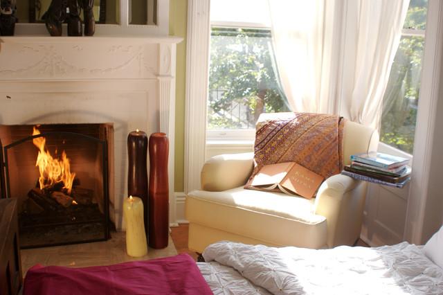 Marie Burgos Tropical design home tropical-bedroom