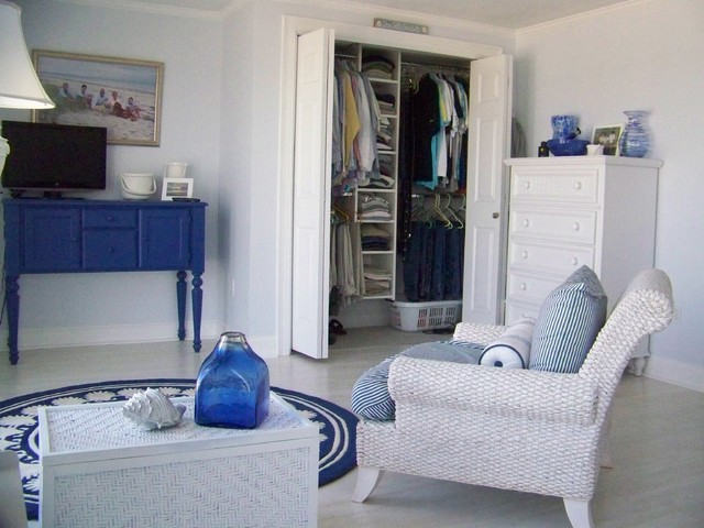 Marthas vineyard cape cod closet design traditional for Cape cod style bedroom ideas
