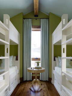 4 bed bunk room with feminine decor.