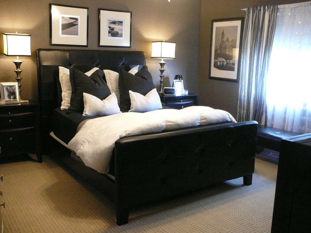 Bedroom - modern bedroom idea in Miami