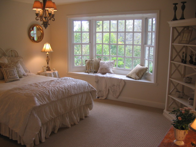 Master bedroom bay window and sisal look carpet for Bedroom bay window treatments