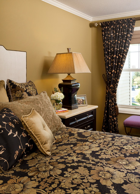 Inspiration for a timeless bedroom remodel in Minneapolis