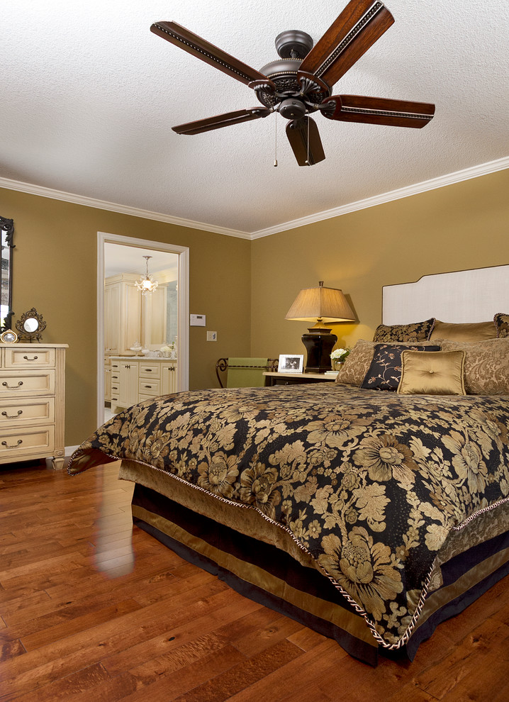 Bedroom - traditional bedroom idea in Minneapolis