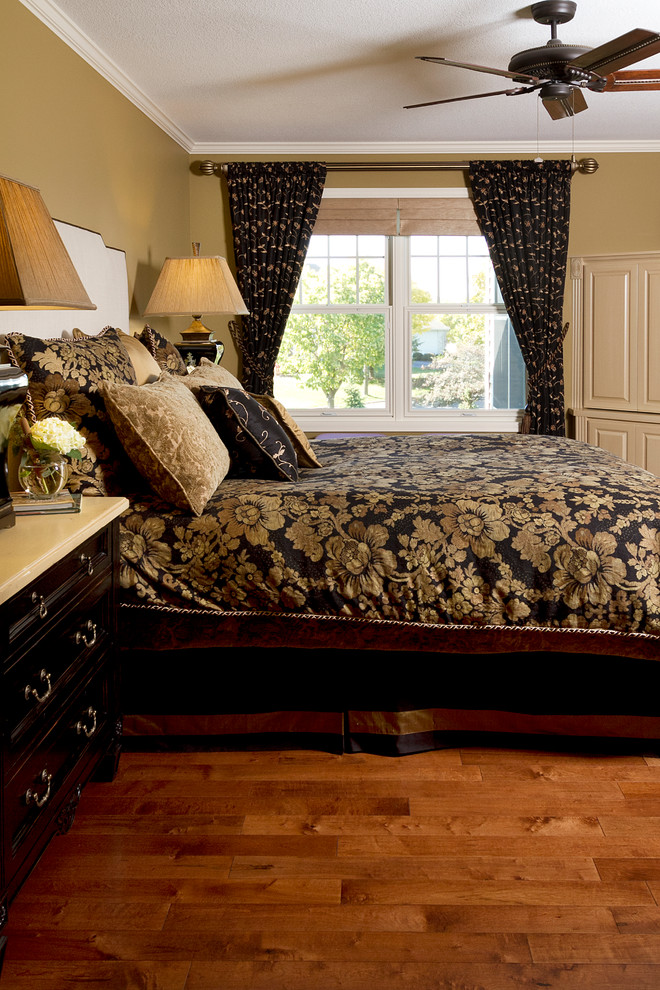 Example of a classic bedroom design in Minneapolis