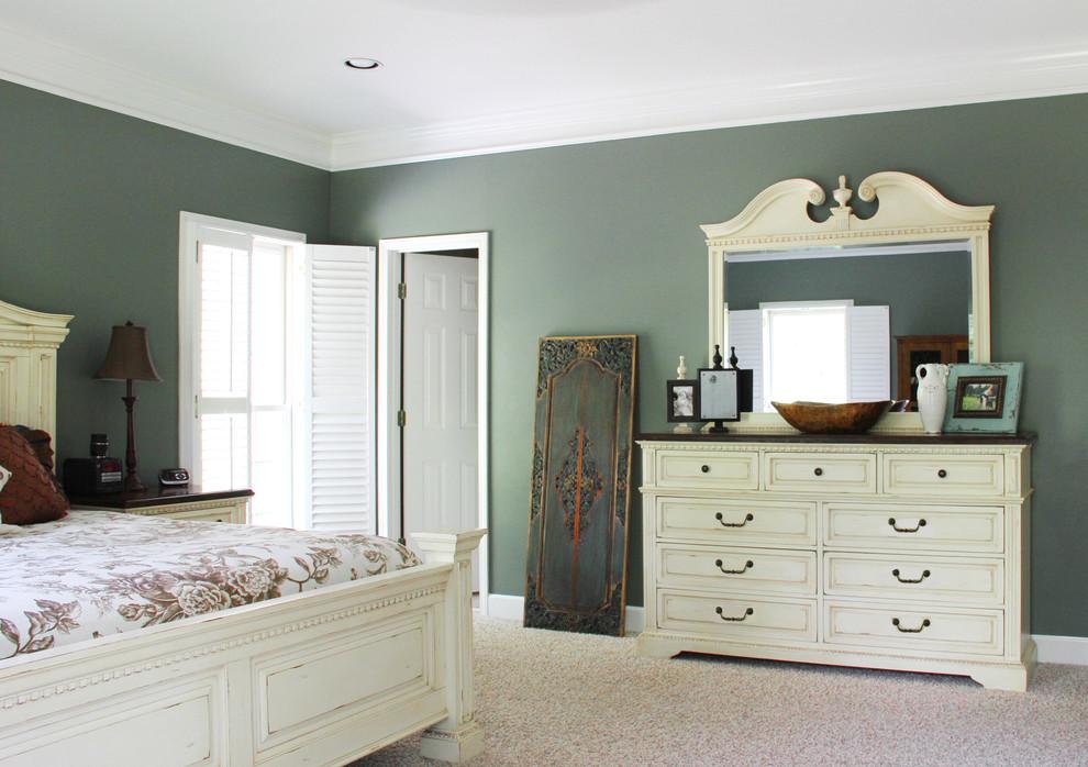 Bedroom - traditional bedroom idea in Birmingham