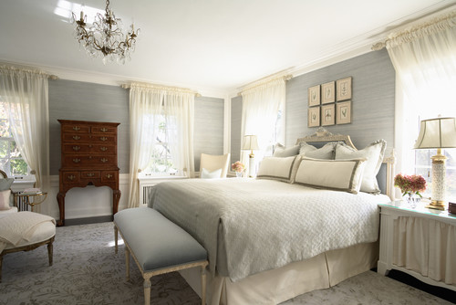 How long should a bench at the end of a king size bed be? - Houzz