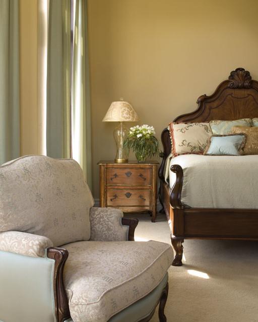 Master bedroom suite classico camera da letto altro for Planimetrie ranch con 2 master suite