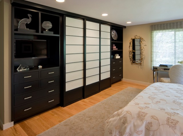 Http Www Houzz Com Photos 4303968 Master Bedroom With Built In Closet Traditional Bedroom San Francisco