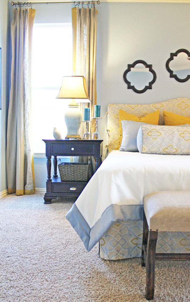 Inspiration for a timeless carpeted bedroom remodel in Dallas with blue walls