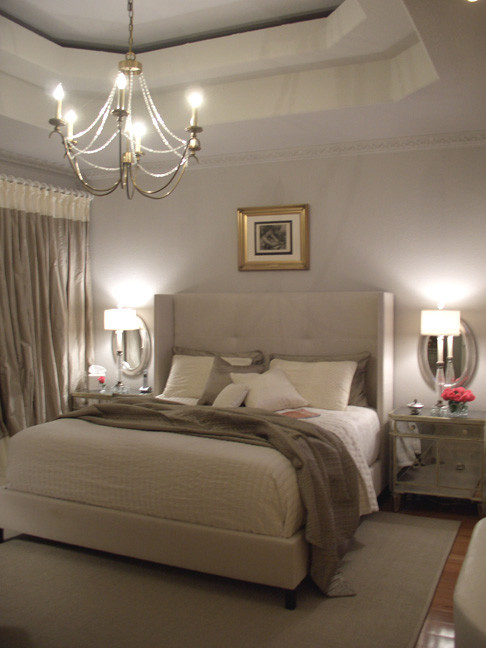 Example of a classic bedroom design in Houston