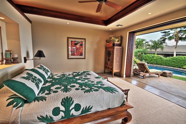 Example of an island style bedroom design in Hawaii