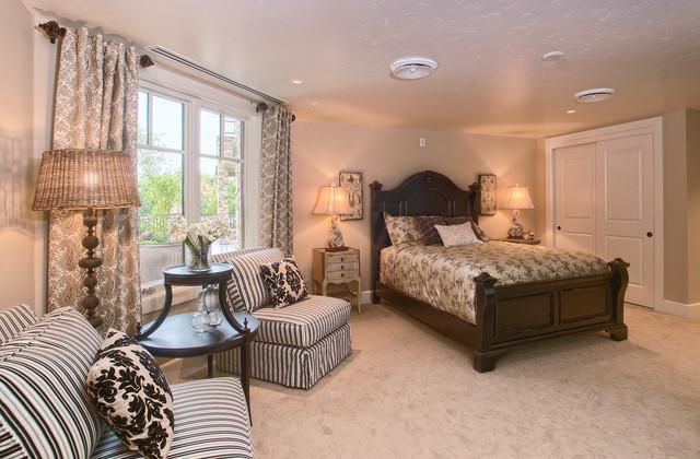 Metro Condos Guest Suites traditional-bedroom