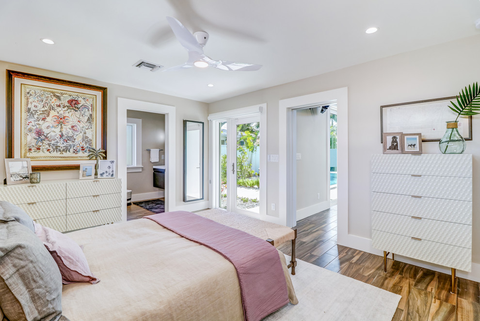 Example of a 1950s bedroom design in Tampa