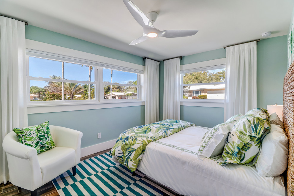 Inspiration for a mid-century modern bedroom remodel in Tampa
