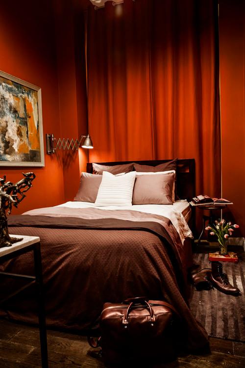 温もりを感じる暖色の代表赤と家具に多い茶色のインテリア22選