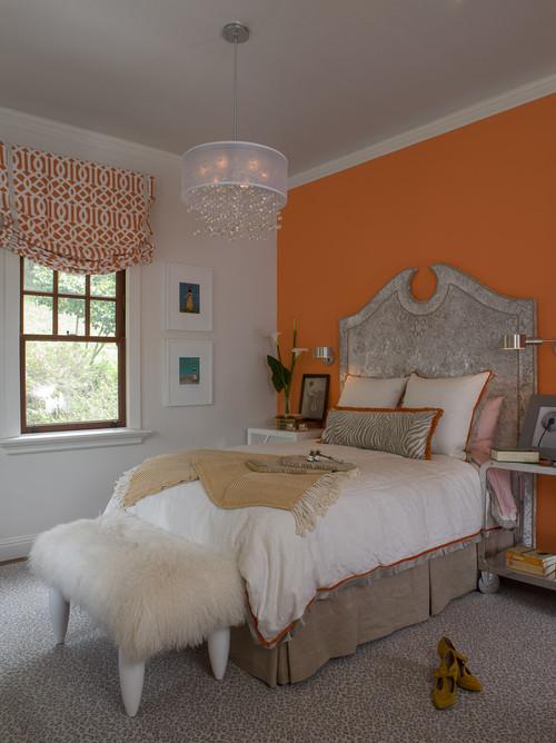 habitacion decorada con colores grises y naranjas