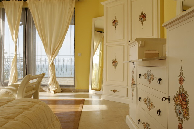 mobili decorati mediterranean-bedroom