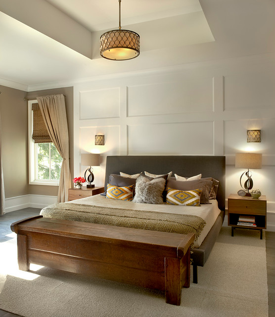 Exceptionnel Example Of A Country Medium Tone Wood Floor Bedroom Design In Chicago With  Beige Walls