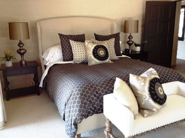 This is an example of a farmhouse bedroom in Los Angeles.