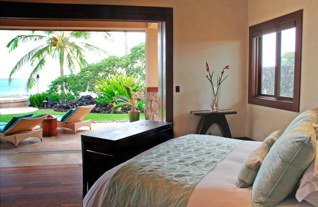 Hawaiian Style Bedroom: Modern Minimalist Beach House
