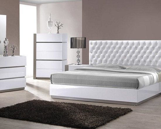 Modern White Tufted Headboard Bed Group - Features: