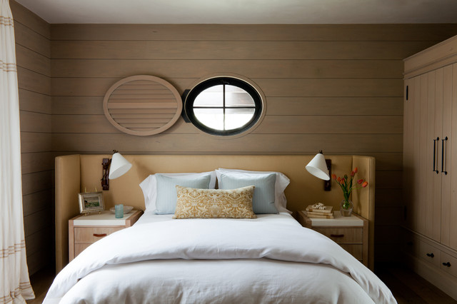 Inspiration for a mid-sized beach style guest bedroom remodel in Orange County with brown walls