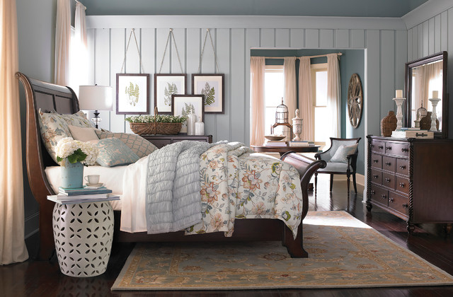 Moultrie park sleigh bed by bassett furniture for Bedroom designs with sleigh beds