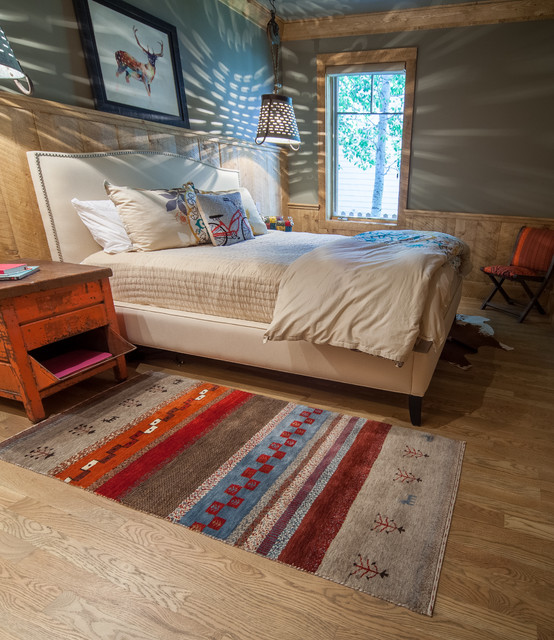 Mountain retreat rustic bedroom by artisan rug gallery Mountain home bedroom furniture