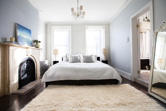 my houzz art and antiques enliven a brooklyn brownstone classique chic chambre new york. Black Bedroom Furniture Sets. Home Design Ideas