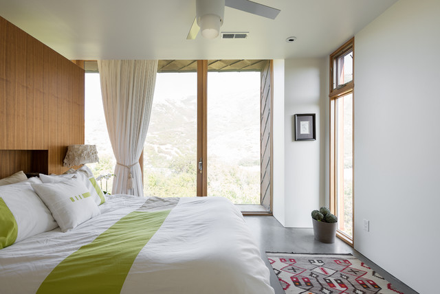 My houzz modern mountain house in a utah canyon for Mountain modern bedroom