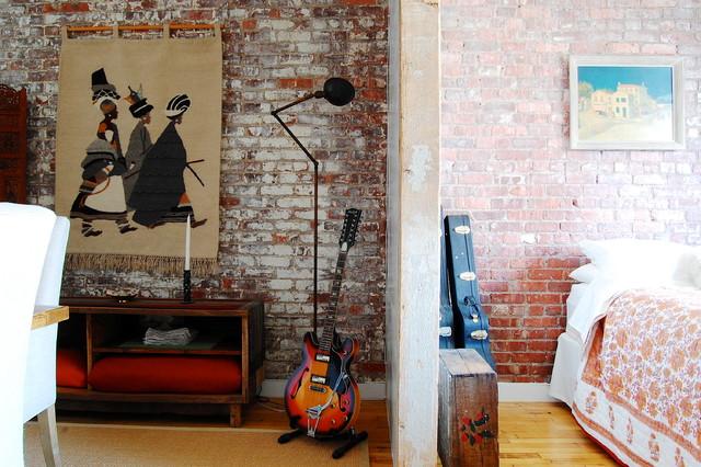 My Houzz: Textiles Charm An Open Brooklyn Loft Industrial Bedroom