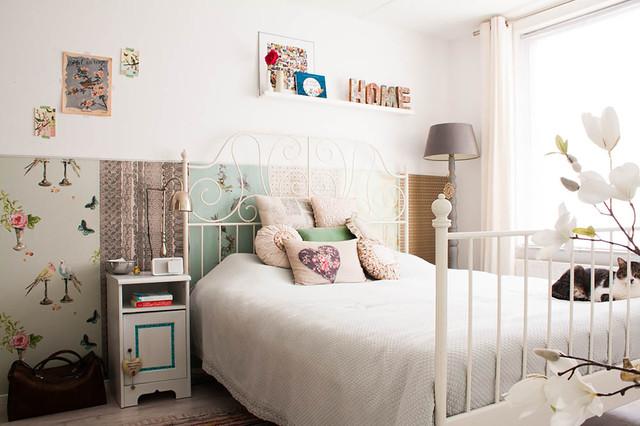 Cute Shabby chic Style Bedroom by Louise de Miranda