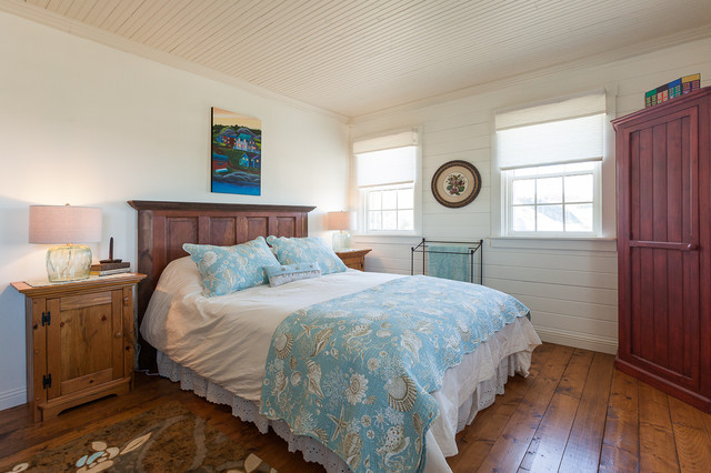 Amazing Example Of A Coastal Bedroom Design In Other With White Walls