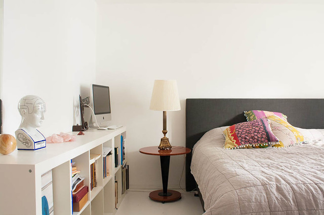 My Houzz: Warm tones of copper soften a robust city apartment eclectic-bedroom