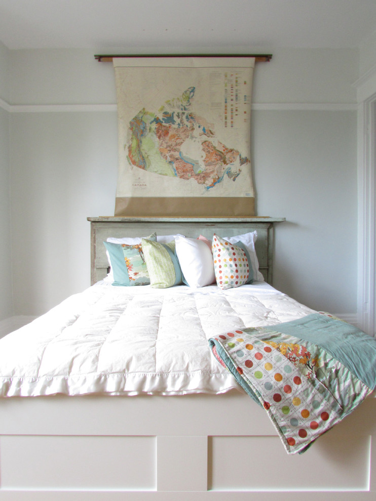 Cottage chic bedroom photo in Toronto with green walls