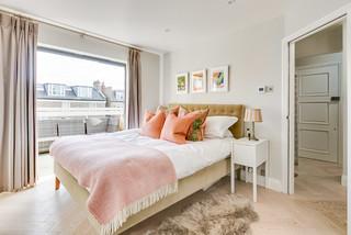 Tremendous 75 Most Popular Traditional Bedroom With Light Hardwood Home Interior And Landscaping Spoatsignezvosmurscom