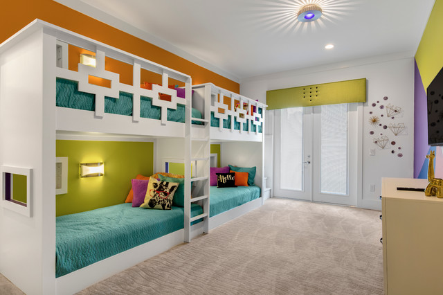 Inspiration for a large modern guest carpeted bedroom remodel in Orlando with multicolored walls and no fireplace