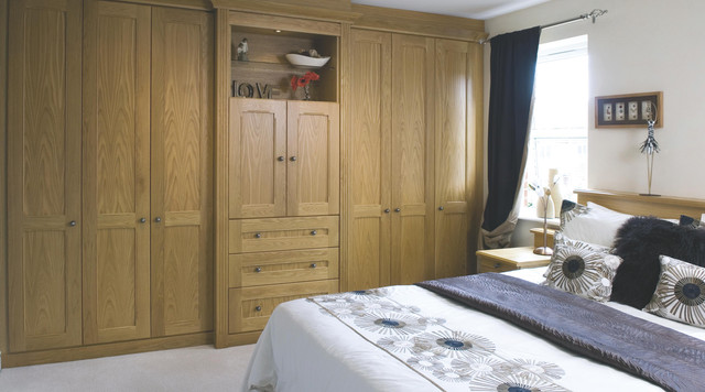 Oak effect modular bedroom furniture system traditional bedroom hampshire by b q Mobile home bedroom furniture