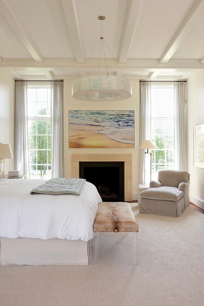 Foto de dormitorio tradicional renovado con paredes beige, moqueta, chimenea tradicional y suelo beige