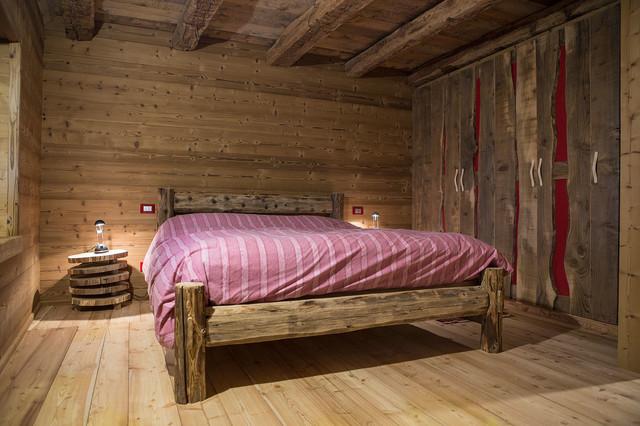 Old styles in montagna camera da letto venezia di - Camere da letto in legno rustico ...