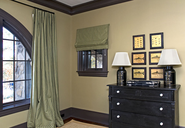 Old World Lakehouse traditional-bedroom