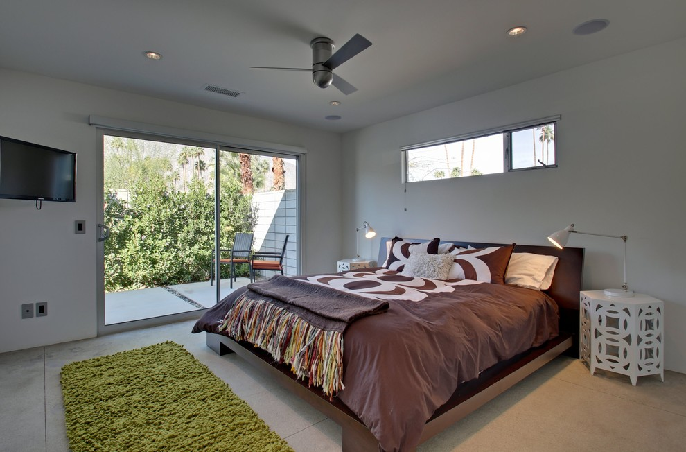 Example of a 1950s bedroom design in Los Angeles