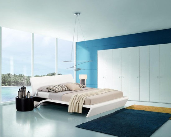 Orca - Contemporary Platform Bed with Smart Touch Lights - The headboard, rails, and footboard finished in high gloss lacquer give this bed a sleek, modern look. Ambient lighting on both sides of the headboard is activated through Smart Touch technology.