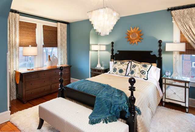 Small elegant guest dark wood floor bedroom photo in Los Angeles with blue walls