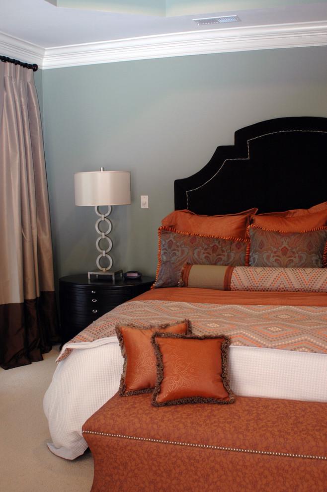Bedroom - contemporary carpeted bedroom idea in Dallas with gray walls