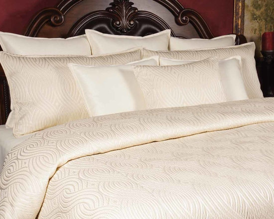 Bedding 2013 - Pearl: A elegant Ivory scroll pattern with highlights of Pearl White helps this make a simple but intimate touch.