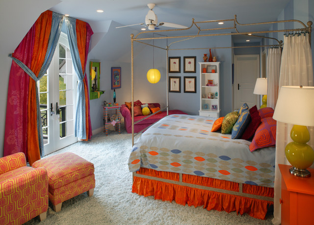 Period Colonial Home bedroom