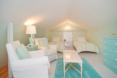 beach-style-bedroom 15 Beautiful Examples of Beach Themed Lamps
